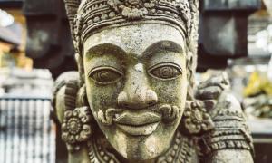 Totenkult auf Sulawesi, Komodo Warane auf Flores und Balis Götterwelt