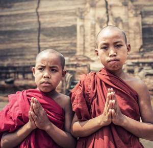 Klassische Höhepunkte Myanmars mit Besichtigung des Goldenen Felsens von Kyaikhtiyo