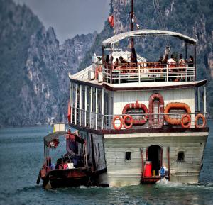 Der Rote Fluss: Von der Halong Bucht bis nach VietTri